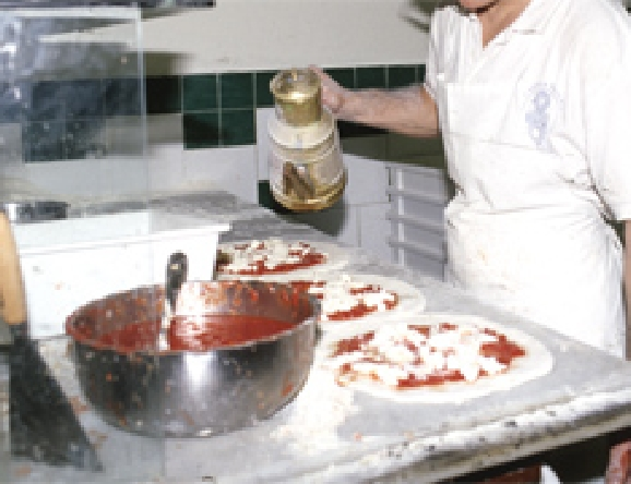 釜に入れる直前にオリーブをかけ回します。