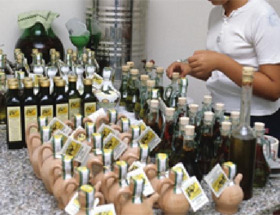 多くは小規模の生産農家で瓶詰めされています。