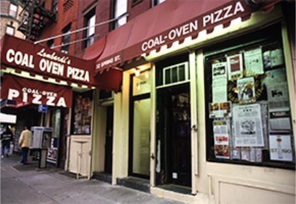 ニューヨーク、リトル・イタリー最初のピザレストランロンバルディーズ。写真は10年以上前のもの。