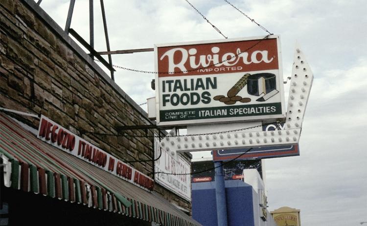 Photo:シカゴ、ハーレム・アヴェニューのイタリア食材店。リトル・イタリーにはこのようなマーケットは欠かせない。